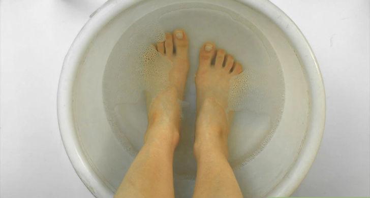 aid2539-728px-Keep-Feet-Clean-Step-1