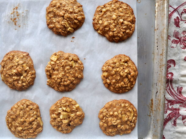 apple-cinnamon-oatmeal-cookies