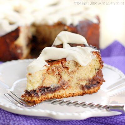 cinnamon-roll-cheesecake